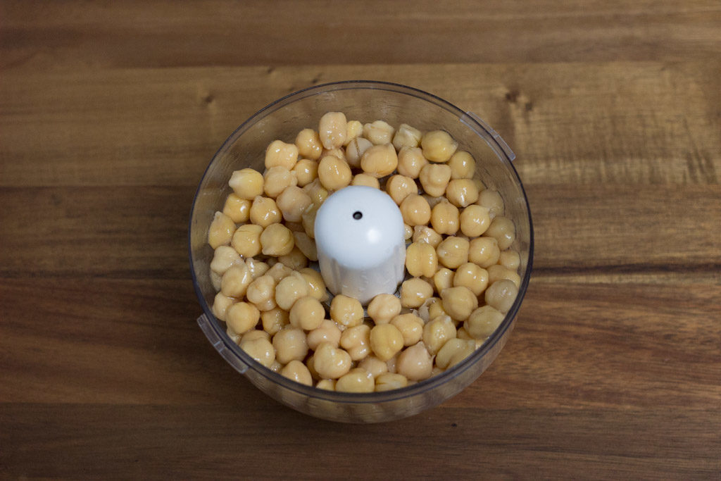 Chickpeas placed in a food processor.